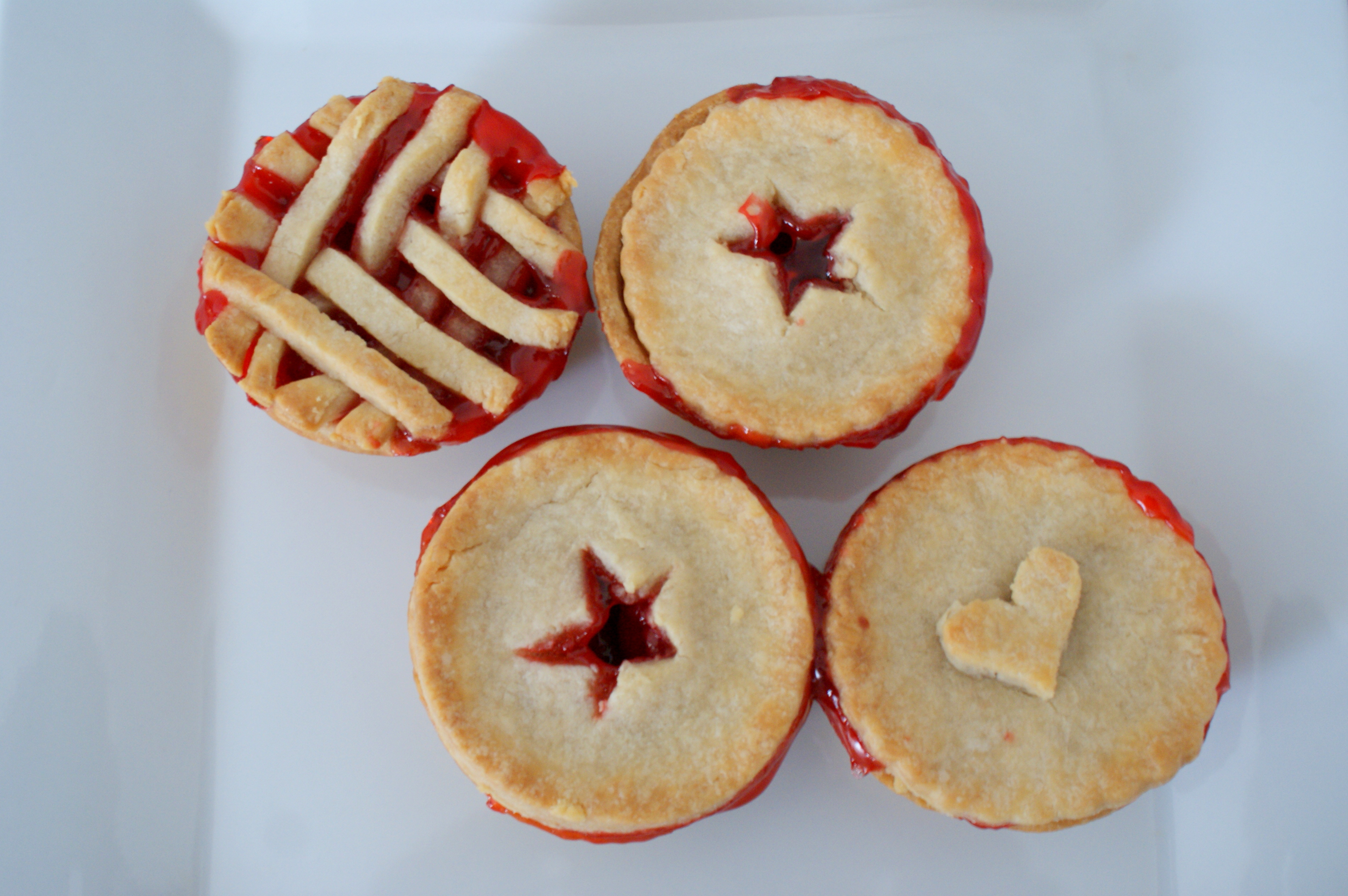 How to make pie crust… and Mini Cherry Pies